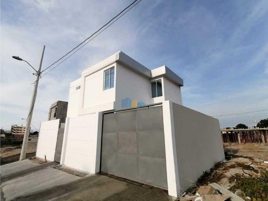 casa independiente con terreno amplio en cdla altagracia manta