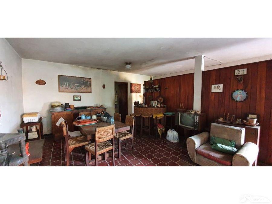 casa ideal para remodelar en zona 10 a poca distancia de la ufm d