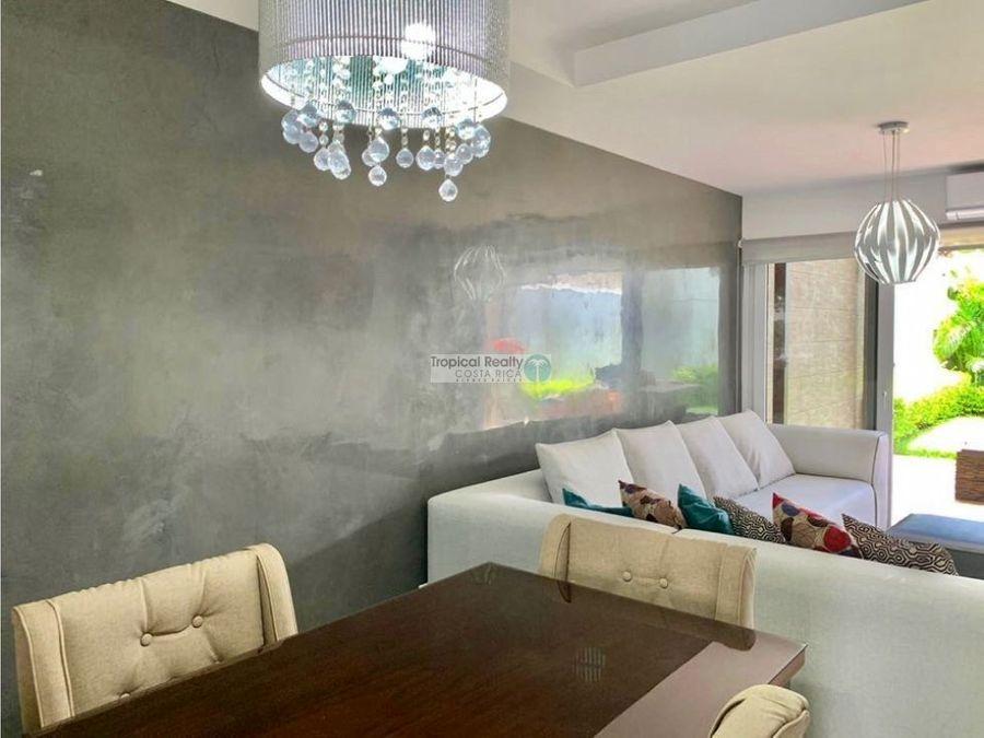 casa moderna estilo townhouse para alquiler en condominio guachipelin