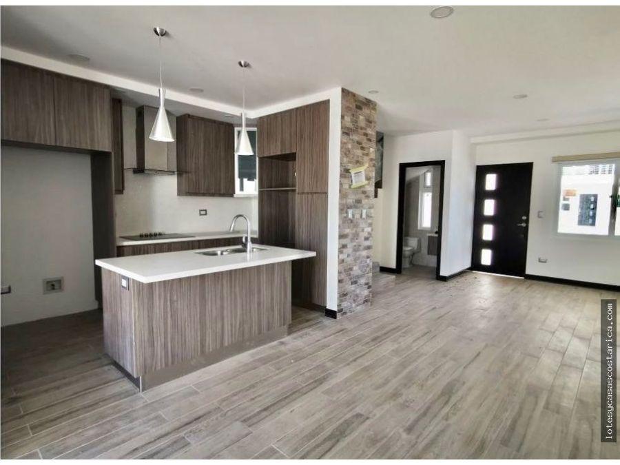 casa moderna nueva en condominio para alquiler