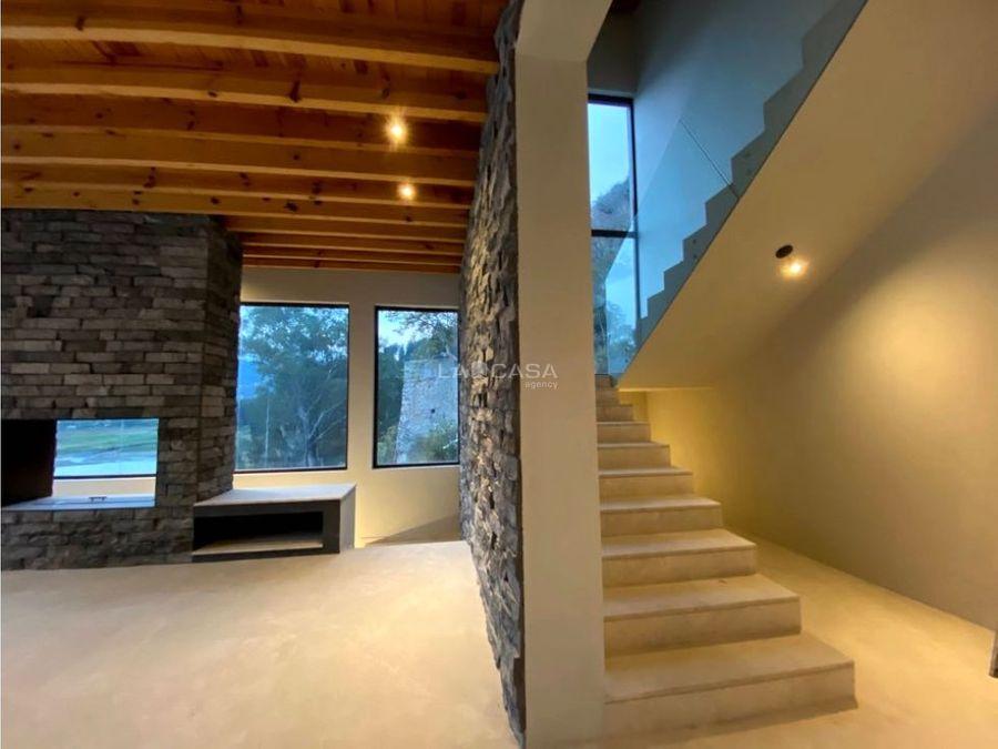 casa nueva con vista al lago