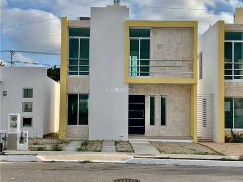 casa nueva semi abueblada frente al parque en privada en ciudadela