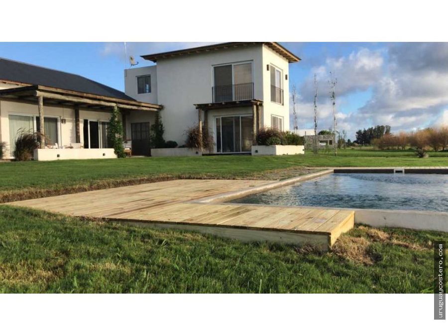 casa sobre lago en pueblo mio