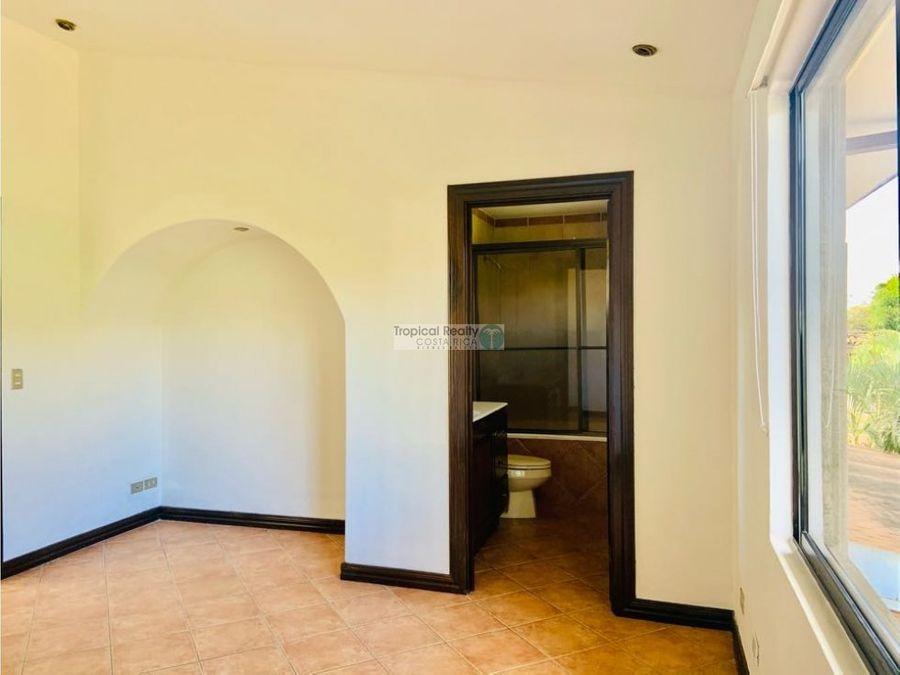casa para alquiler en condominio ubicada en guachipelin de escazu