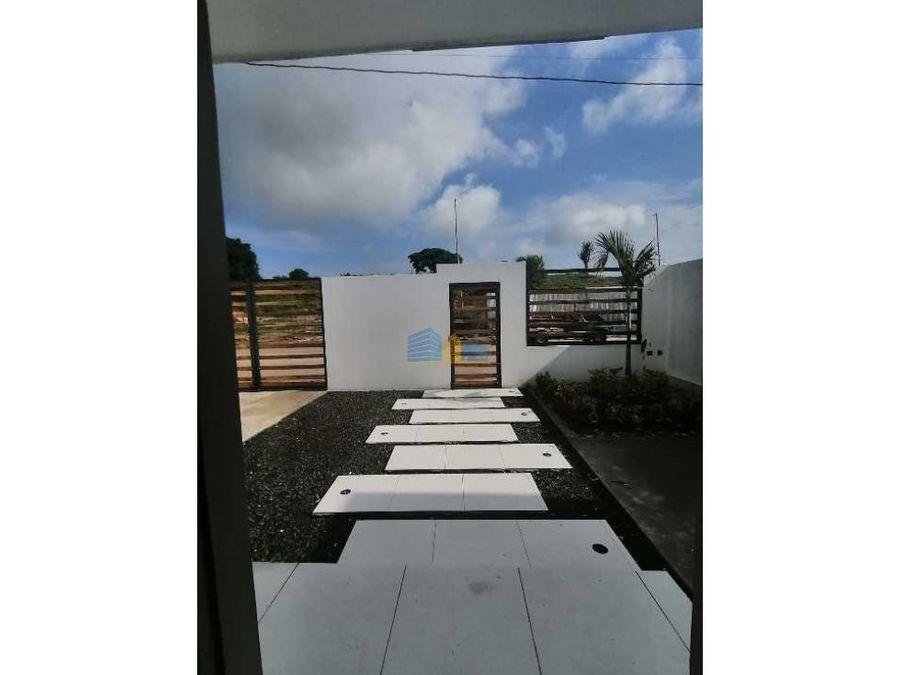 casas de estreno con piscina
