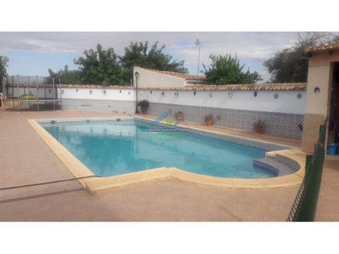 dos casas con piscina y terreno