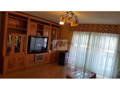 chalet casa adosada con dos plantas y boardilla