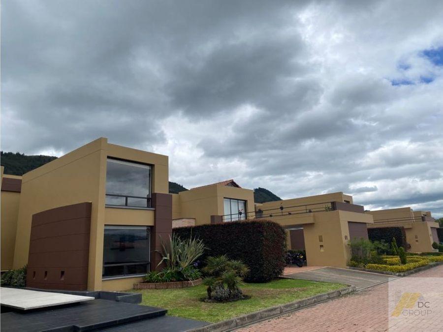 excelente casa amplios espacios zona verde privada