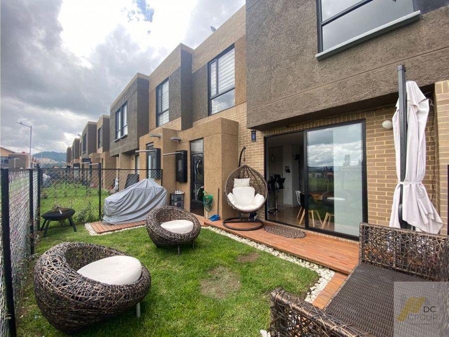 vendo linda casa con zona verde como nueva