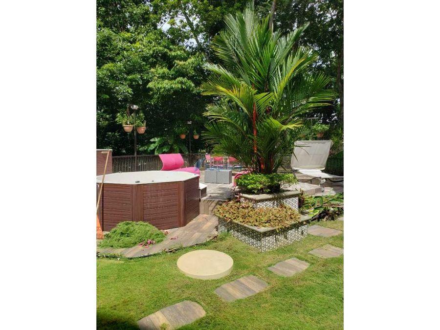 embassy club garden con jardin