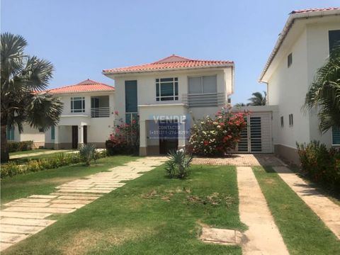 casa de lujo frente al mar con piscina privada en condominio rentando