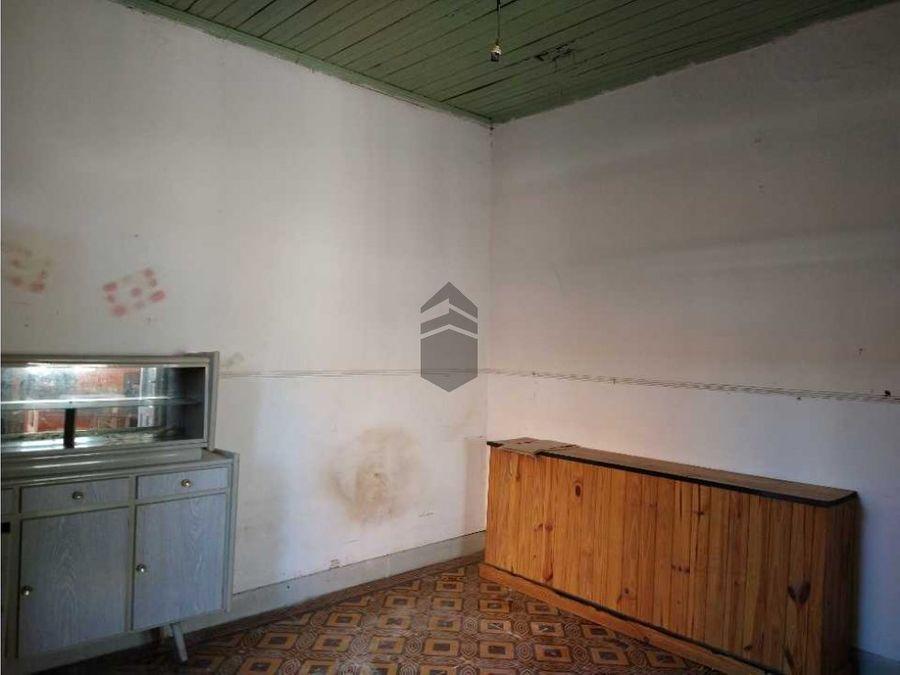 en venta casa a reciclar con importante lote semicentro