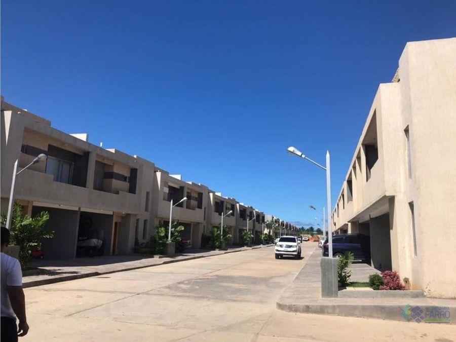 en venta town house costarena village ve3 0425cv mf