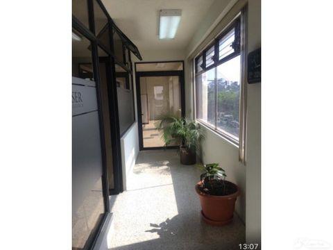 espaciosa oficina en venta plaza 2 11 zona 9 d