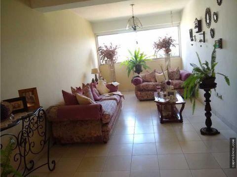 espacioso apartamento en valles de camoruco