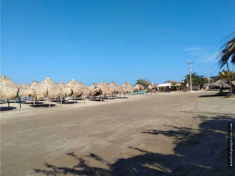 espectacular casa al filo de la playa con 20 chozas en pradomar