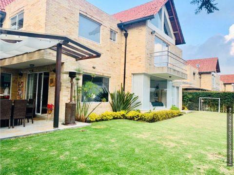 espectacular casa en cajica en conjunto cerrado con pergola y jardin