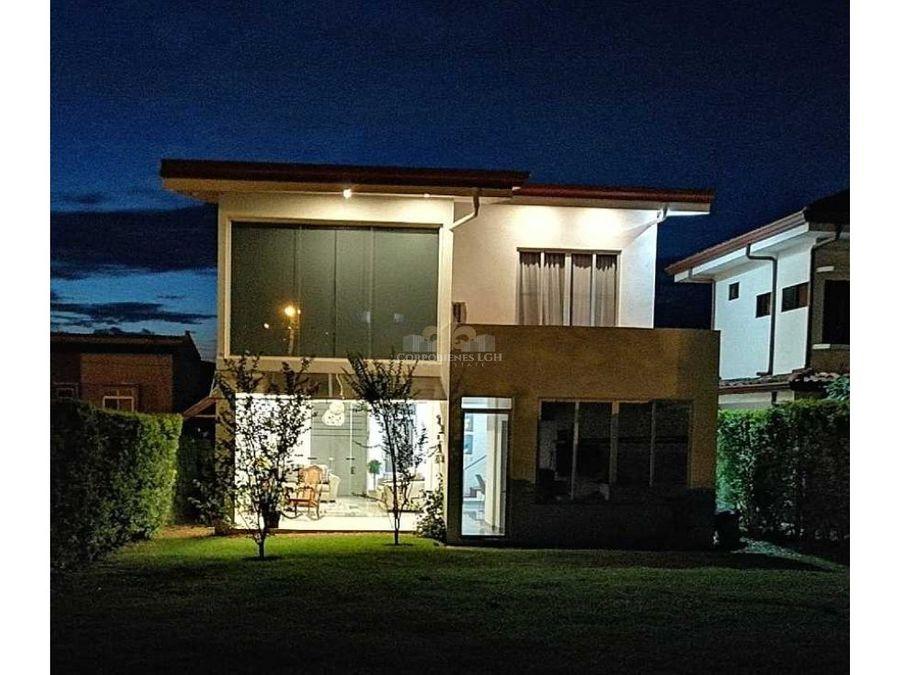 espectacular casa en condominio la guacima