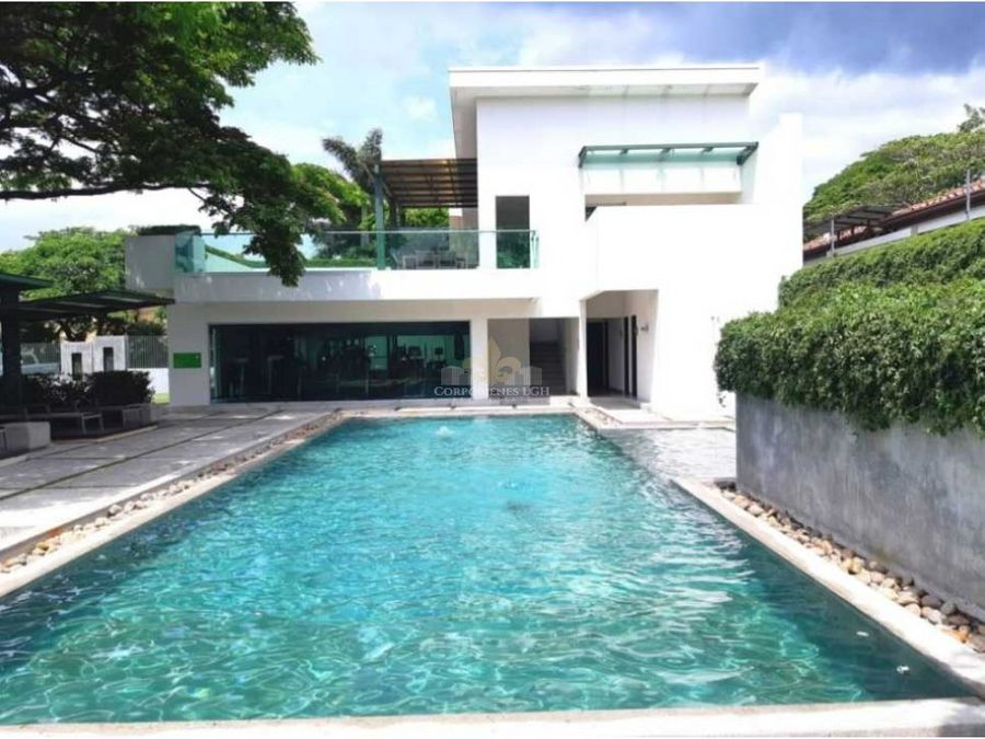 espectacular casa en condominio prestigioso lindora