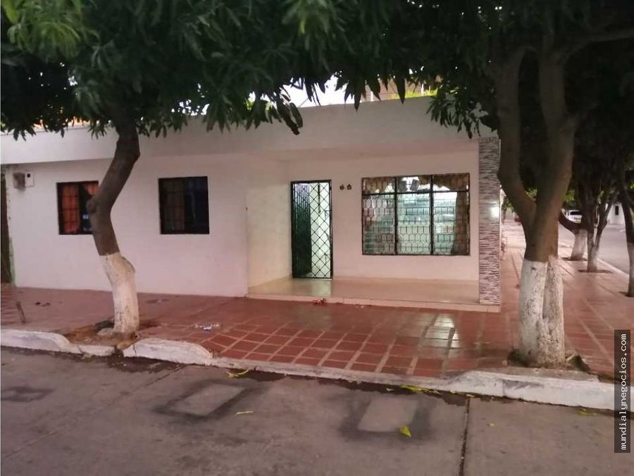 espectacular casa esquinera a 2 cuadras de la universidad popular 01