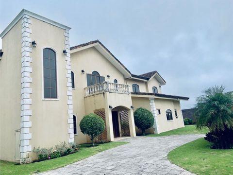 espectacular casa independiente para venta en hacienda los reyes