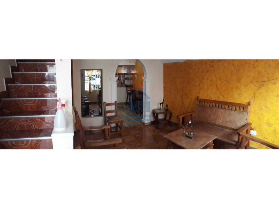 estupenda casa en venta de 3 niveles 200m2 en gratamira medellin