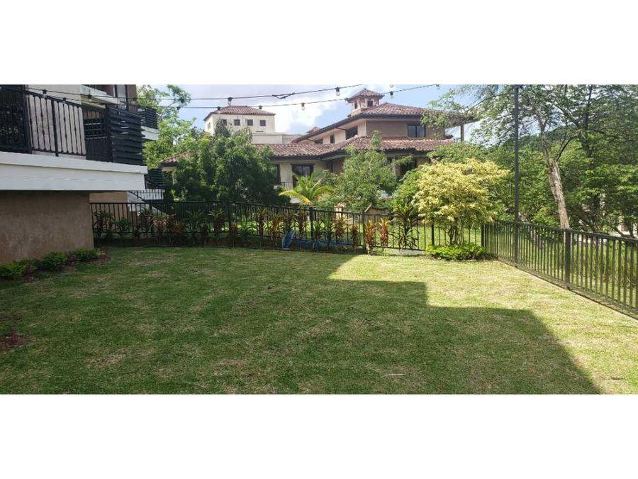 hermoso apartamento planta baja con jardin