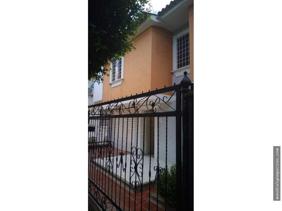 hermosa casa amplia medianera 01