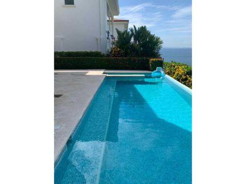 hermosa casa con piscina infinita con vista al mar