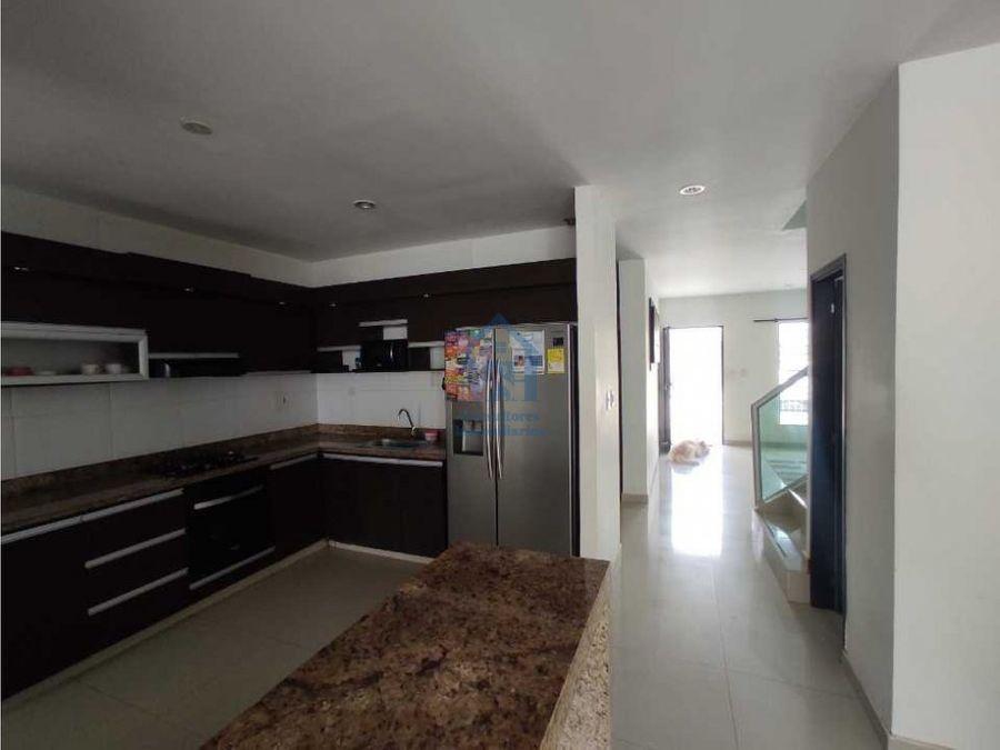 hermosa casa de dos pisos con garaje160m2 en la castellana monteria