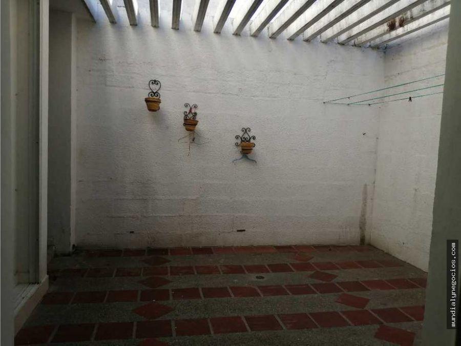hermosa casa de esquina amplia con rejas instsladas zona familiar 01