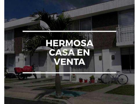 hermosa casa en conjunto residencial en venta