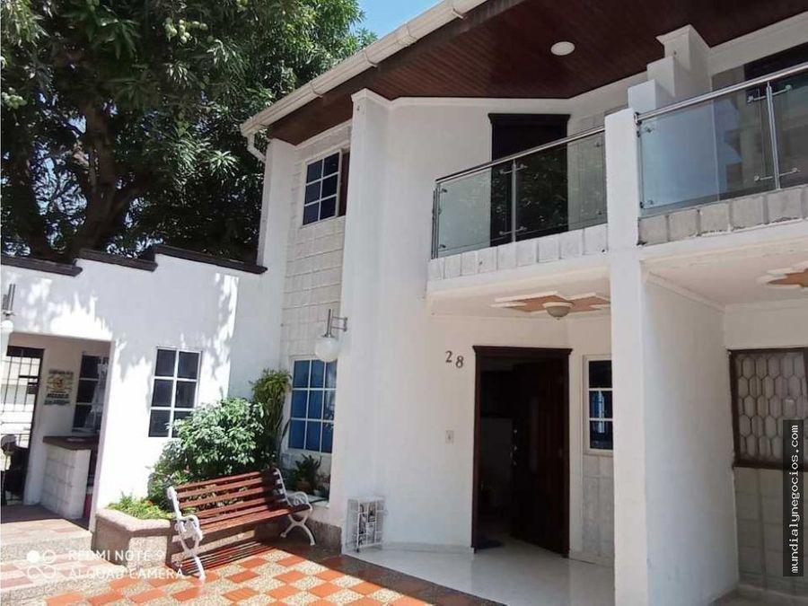 hermosa casa en conjunto residencial en barrio lucero