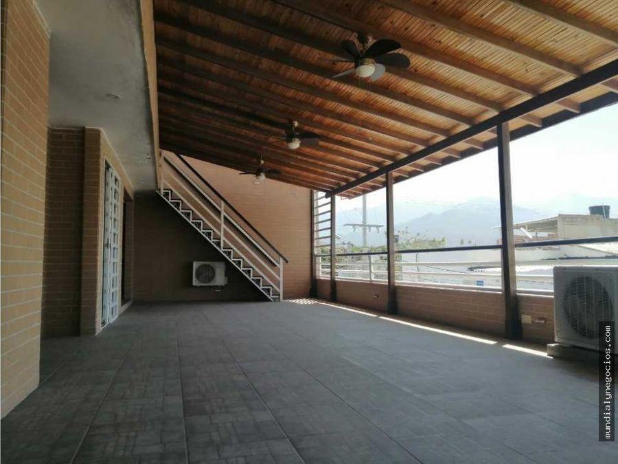 hermosa casa enrejada a 15 minutos de la terminal de transportes 017