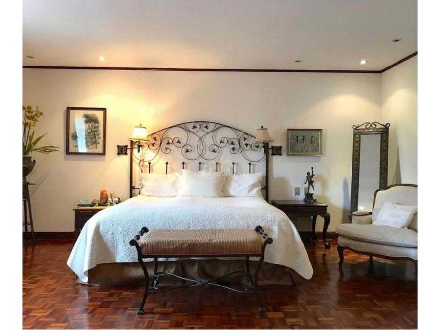 hermosa casa estilo colonial en trejos de montealegre escazu