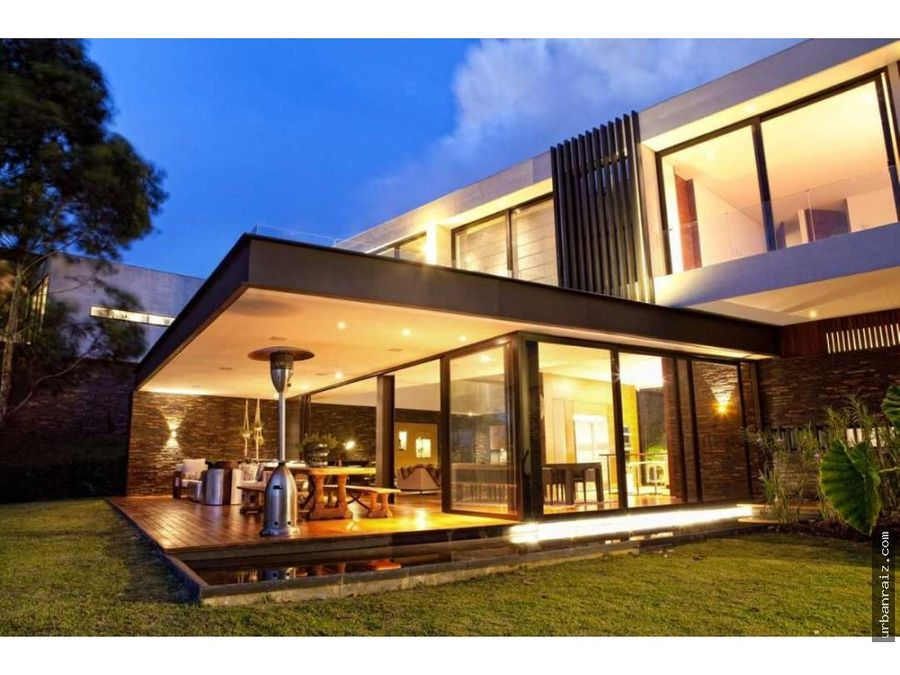 hermosa casa moderna con vista a medellin