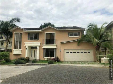 hermosa casa para alquiler o venta en la zona de clayton