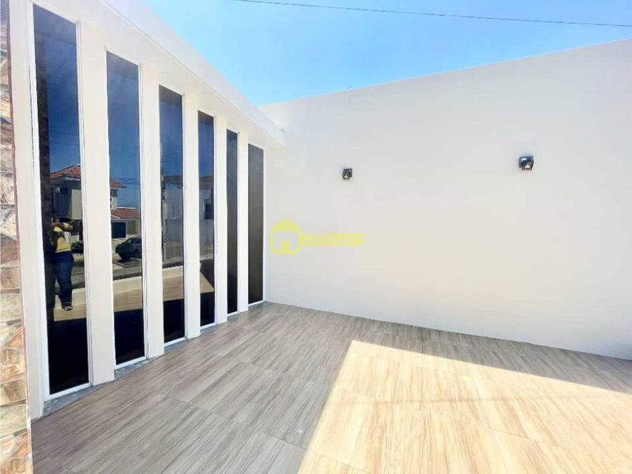 hermosa propiedad en alquiler en urb privada manta beach