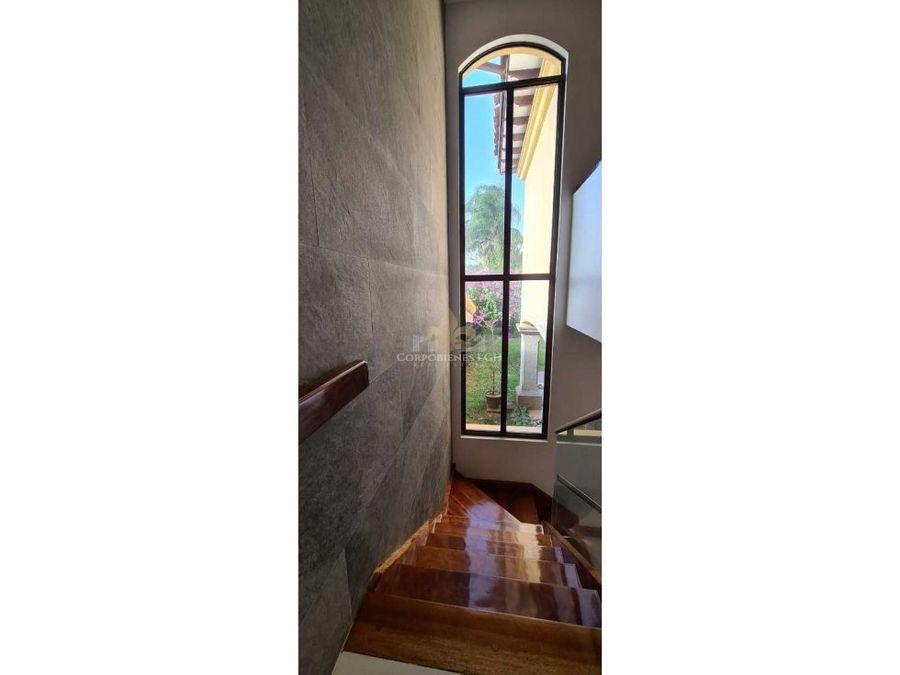 hermosa propiedad en condominio prestigioso santa ana