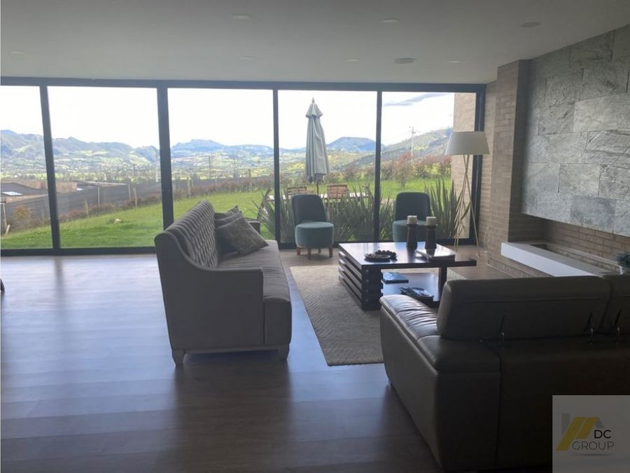 exclusiva vista casa de un piso club house