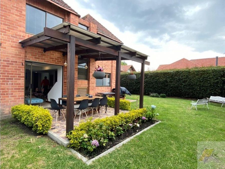 linda casa con zona verde a 5 minutos de fontanar