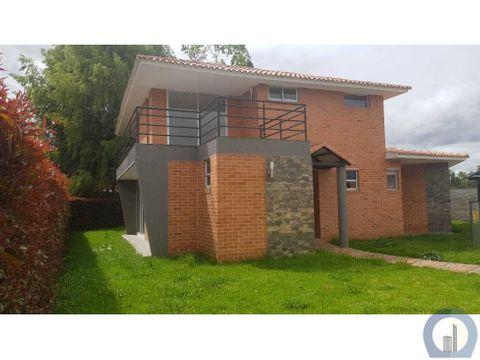 linda casa campestre con zona verde