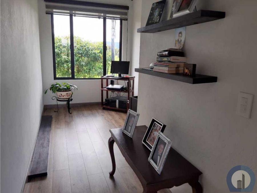 linda casa de un piso rodeada naturaleza