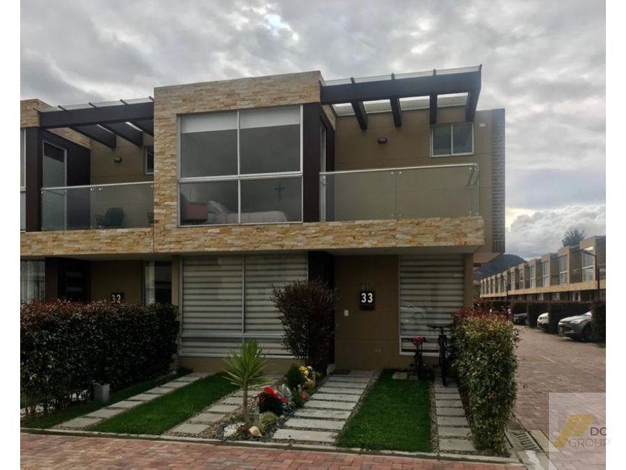 linda casa esquinera club house