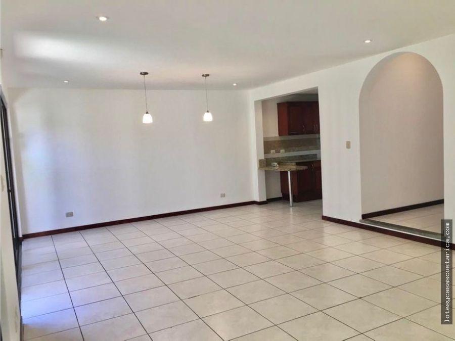 linda casa en condominio para alquiler