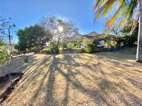 linda casa para alquiler ubicada en la guacima hacienda los reyes