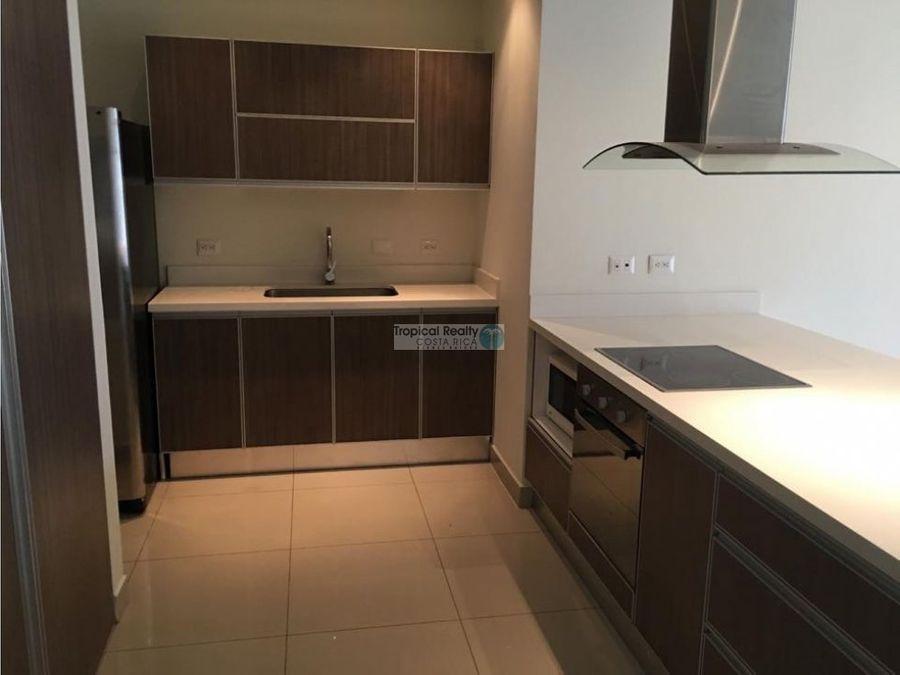 para alquiler apartamento con linea blanca en condominio en santa ana