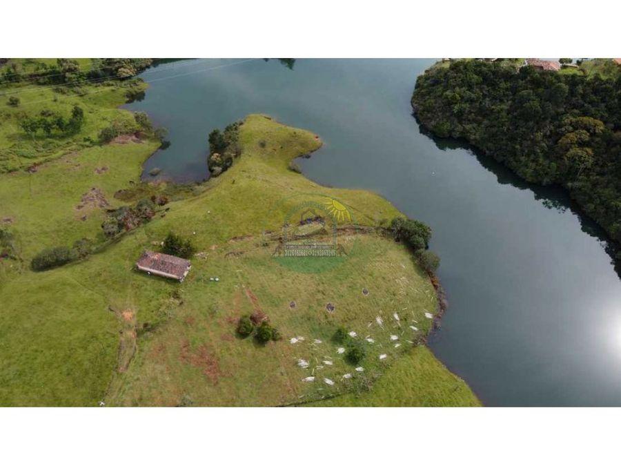 peninsula de 3 hectareas en guatape a 6 km de via principal