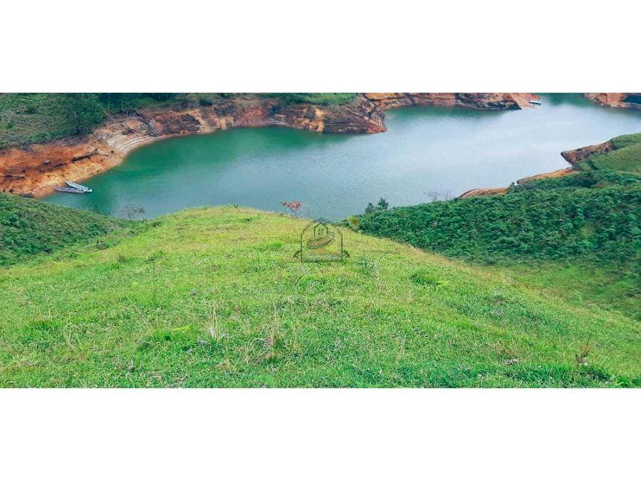 peninsula en el penol con embalse constante cerca a la piedra marial