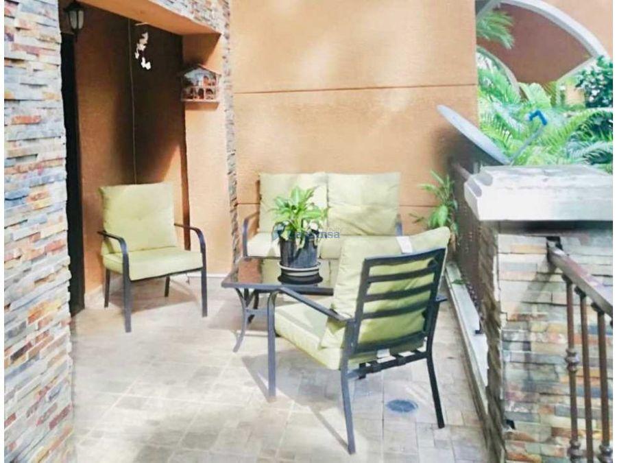 ph embassy club courtyard planta baja